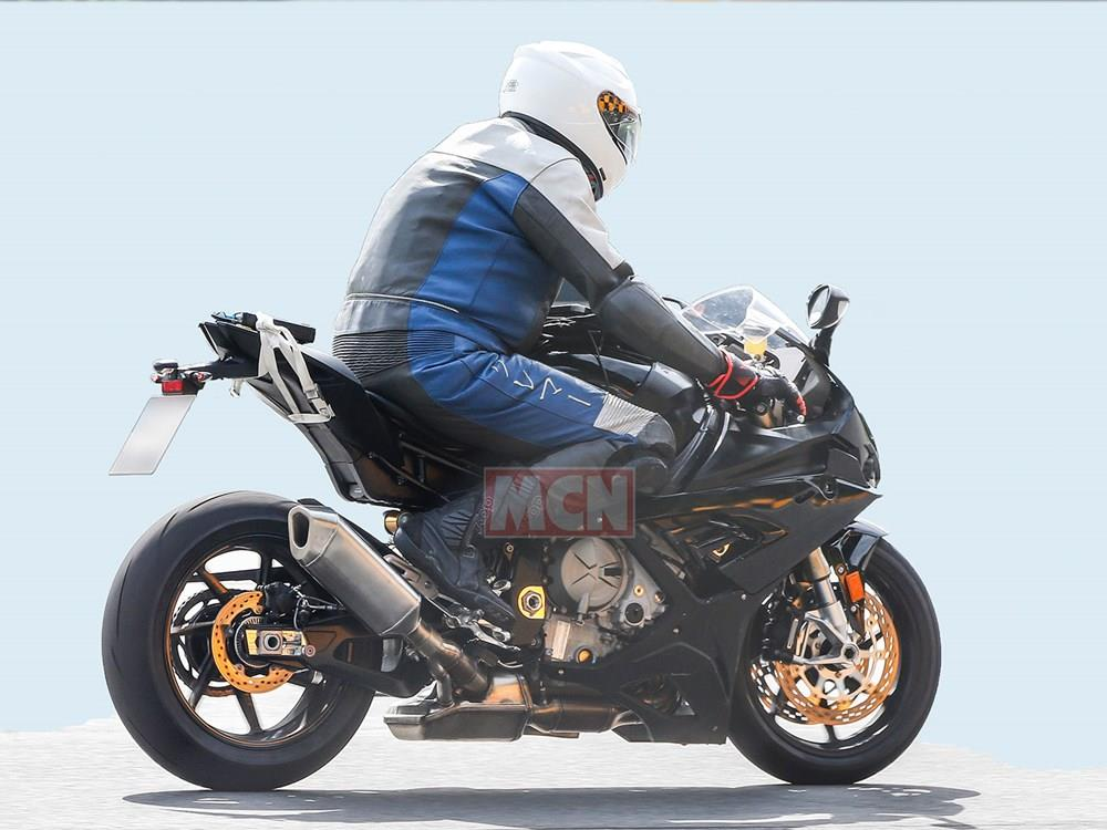 2019 BMW S1000RR spy shot