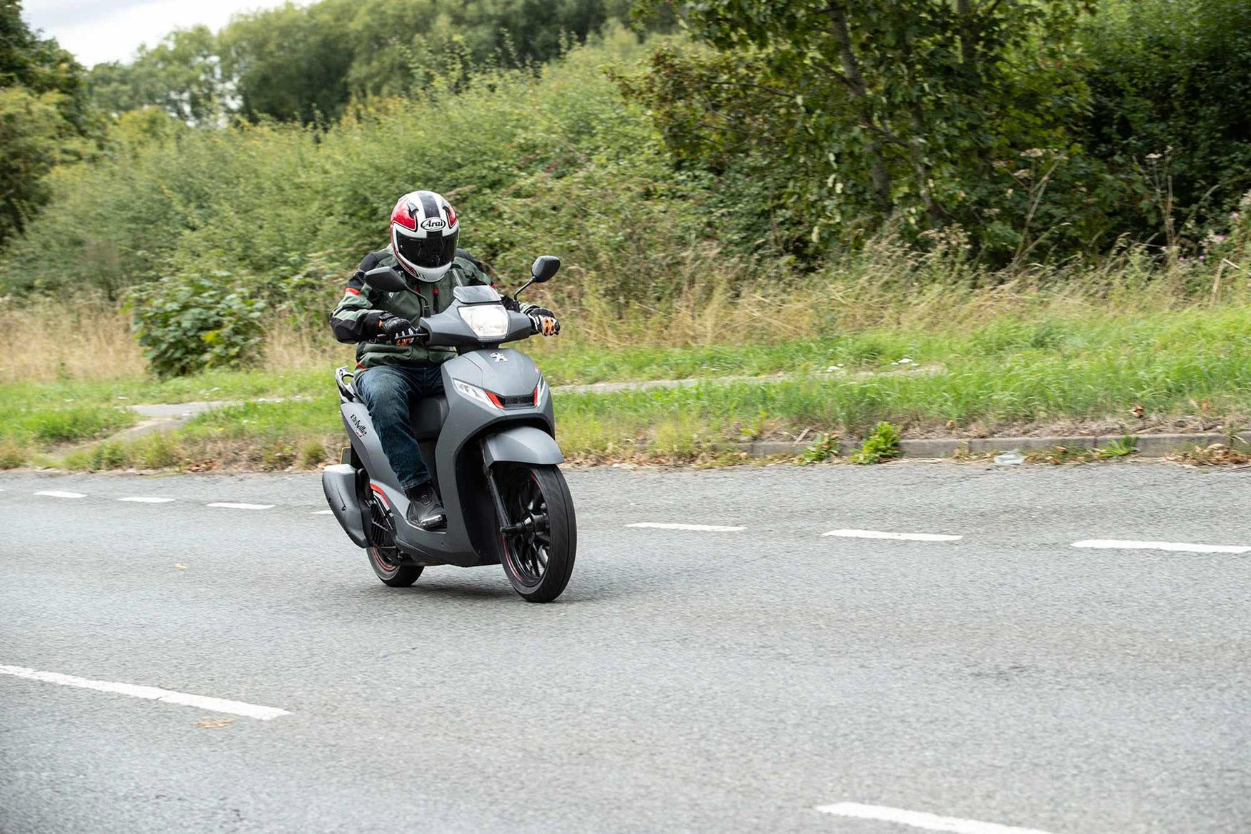 MCN's Dan tests the 125 scoot