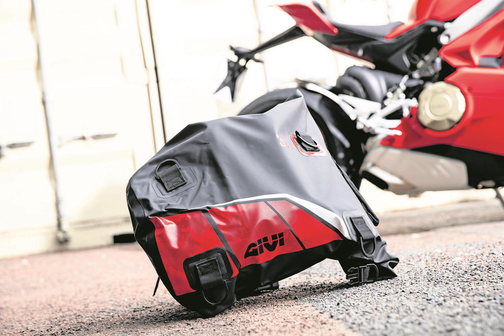 Givi EA11BR soft bag