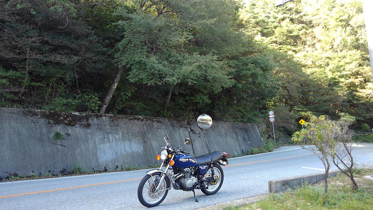 CB400F on Japanese winding road