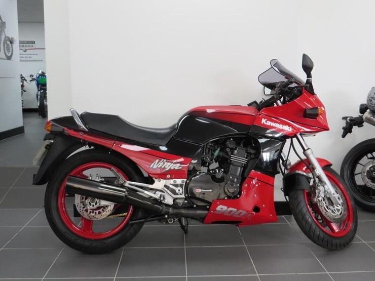 Kawasaki GPZ900 for sale