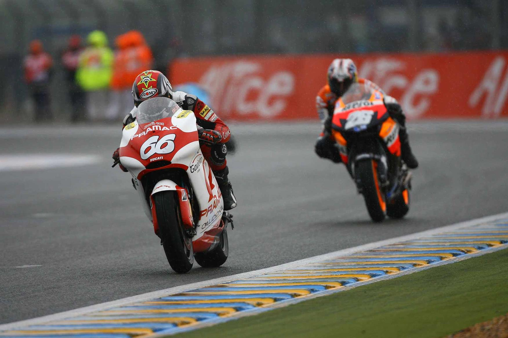 Hofmann leads Pedrosa at Le Mans in 2007