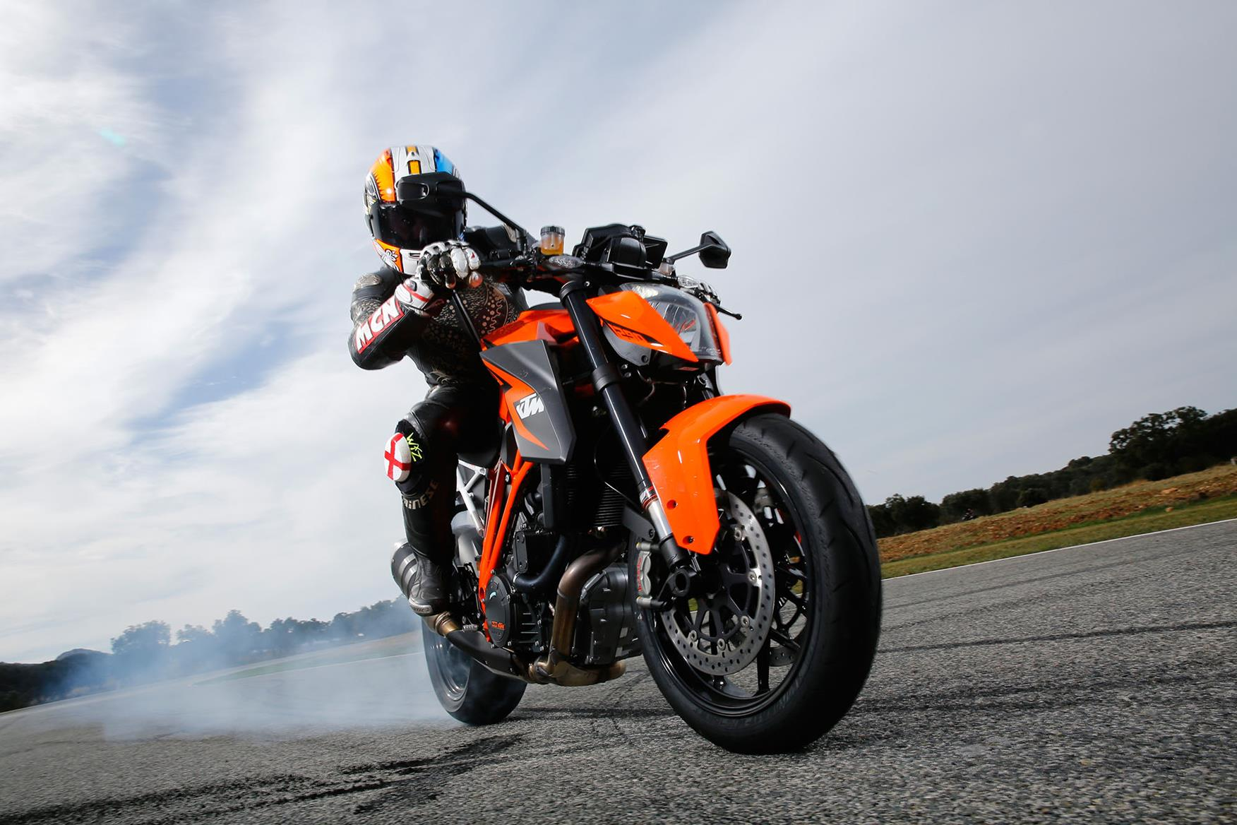 KTM 1290 Super Duke R burnout