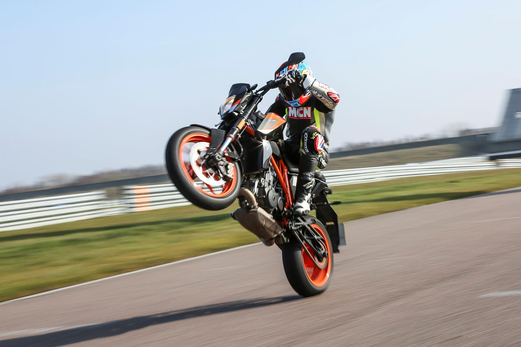 KTM 690 Duke R wheelie