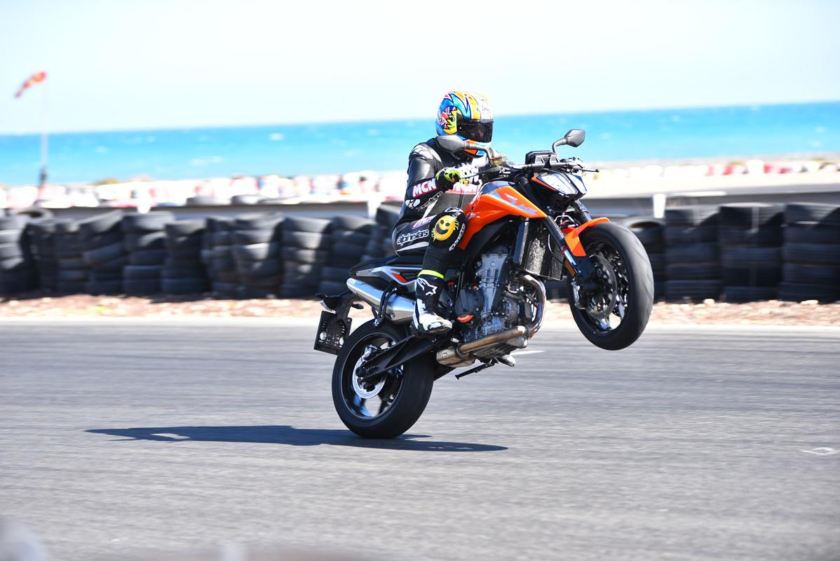 KTM 790 Duke wheelie