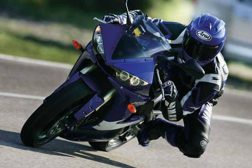 2005 Yamaha R6 on track