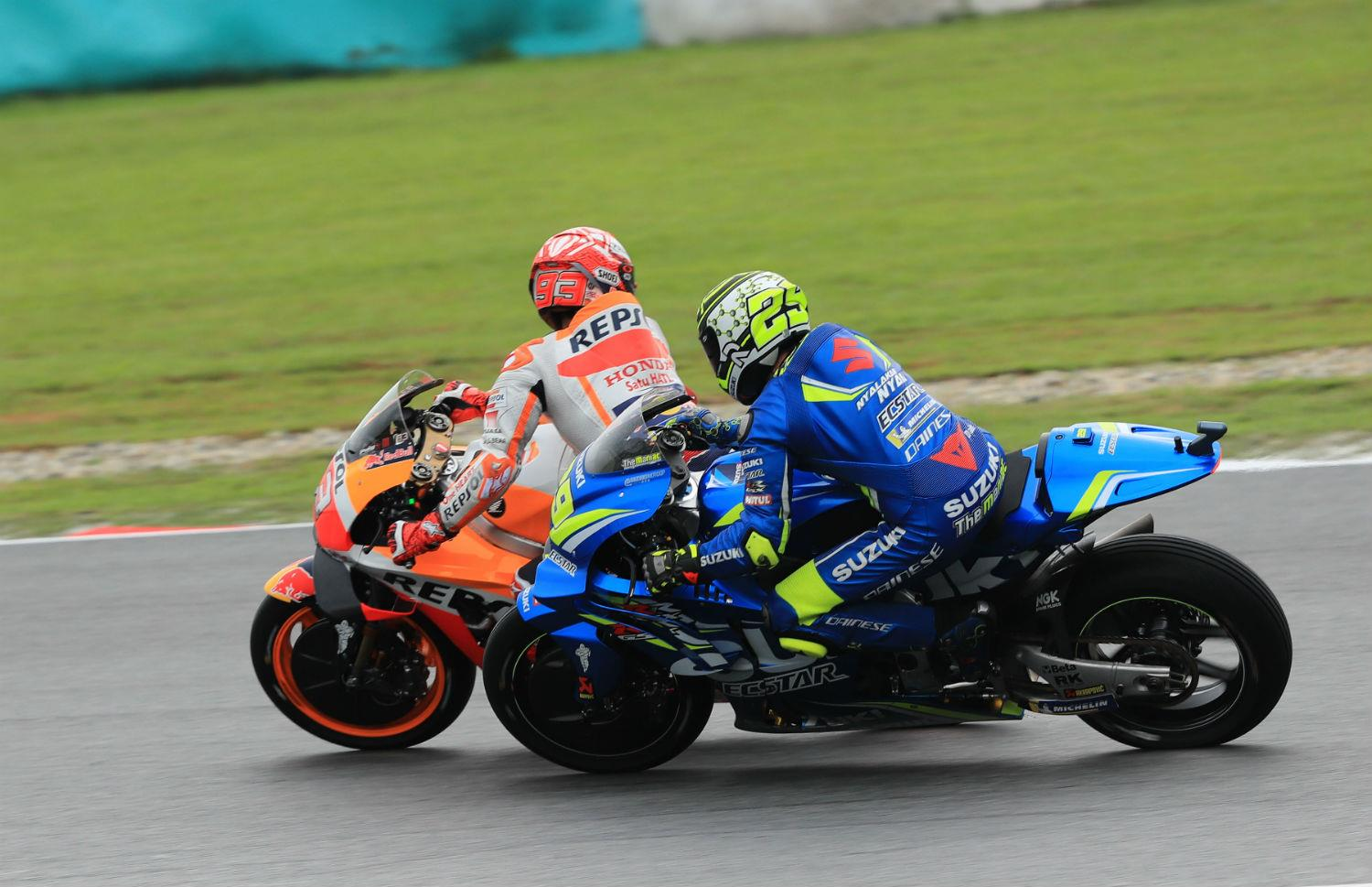 Marquez wins Malaysian MotoGP as Rossi crashes out