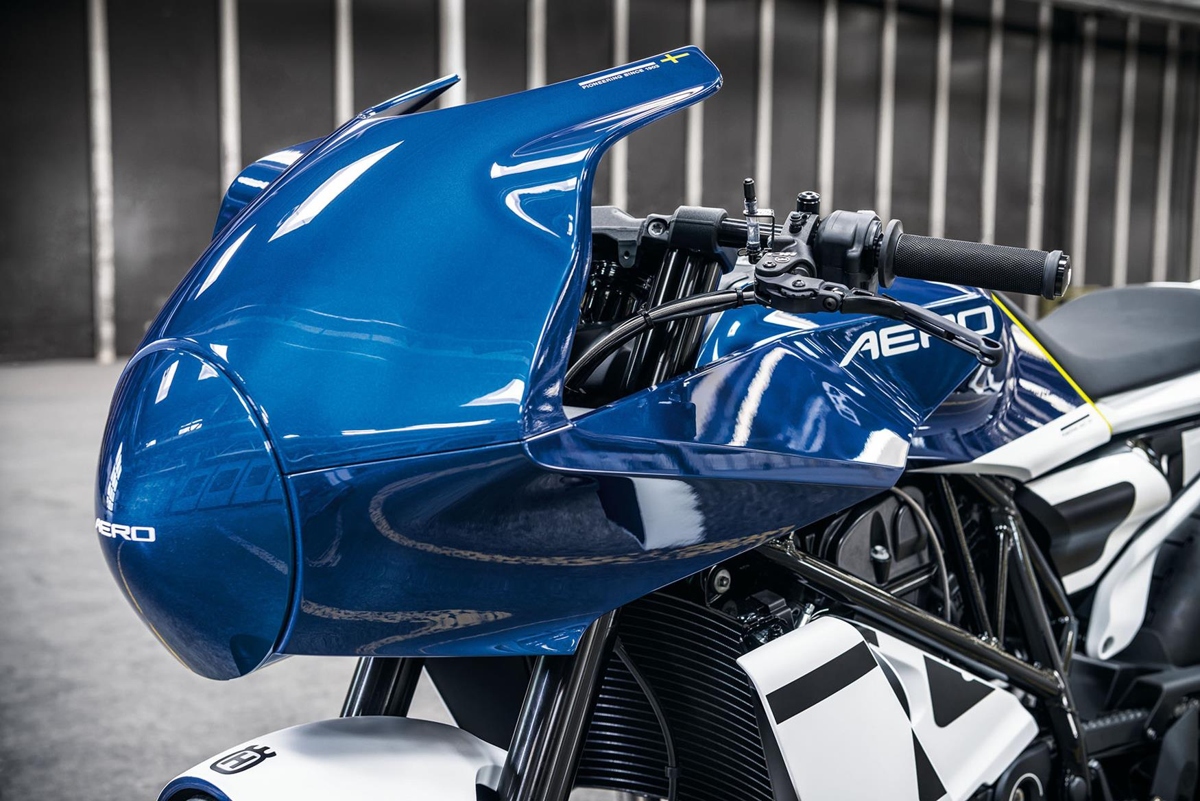 The Aero's fairing houses a smart TFT dash