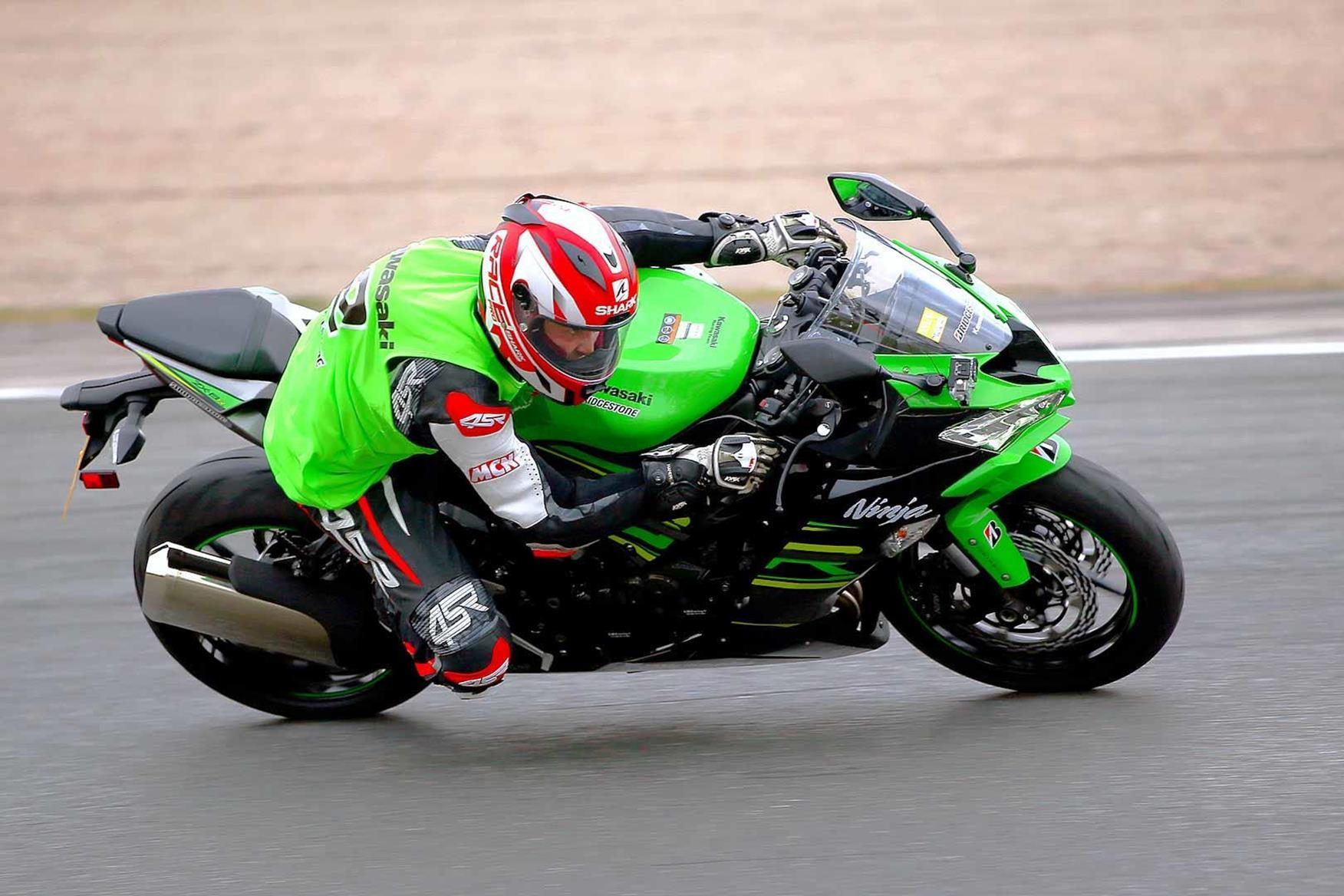 2019 Kawasaki ZX-6R cornering with MCN rider on top