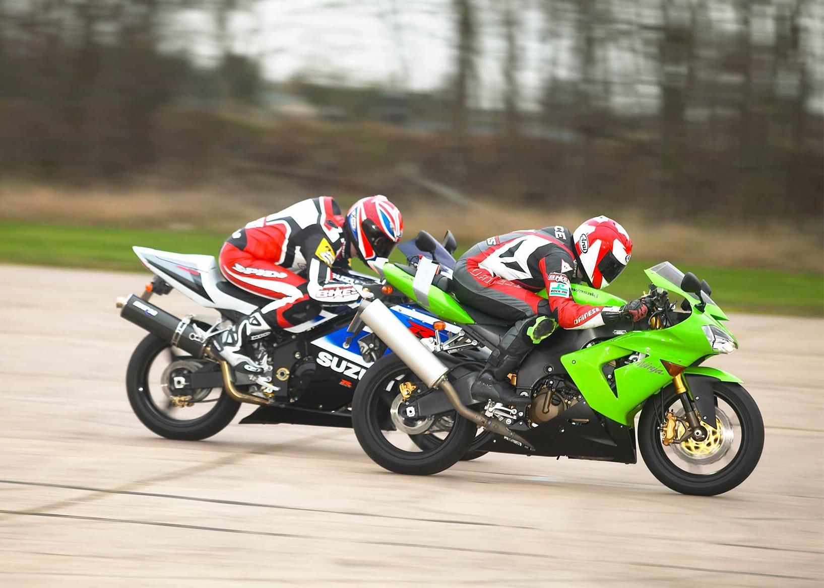 An original ZX-10 does battle with the Suzuki GSX-R1000