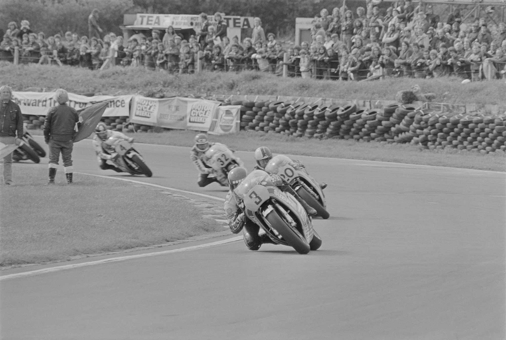 Mamola leads the 1981 Race of the Year at Mallory Park