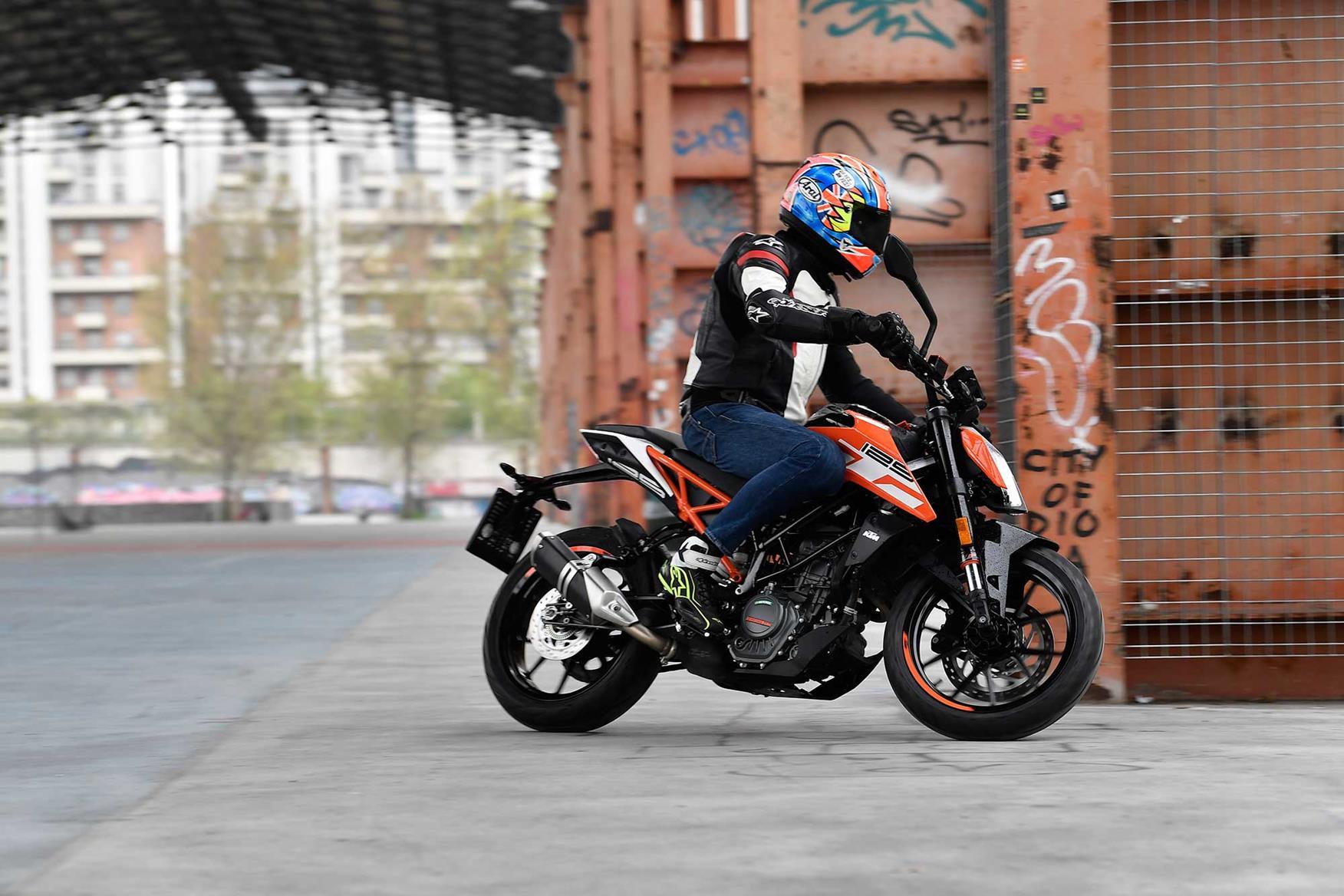 The KTM 125 Duke in action