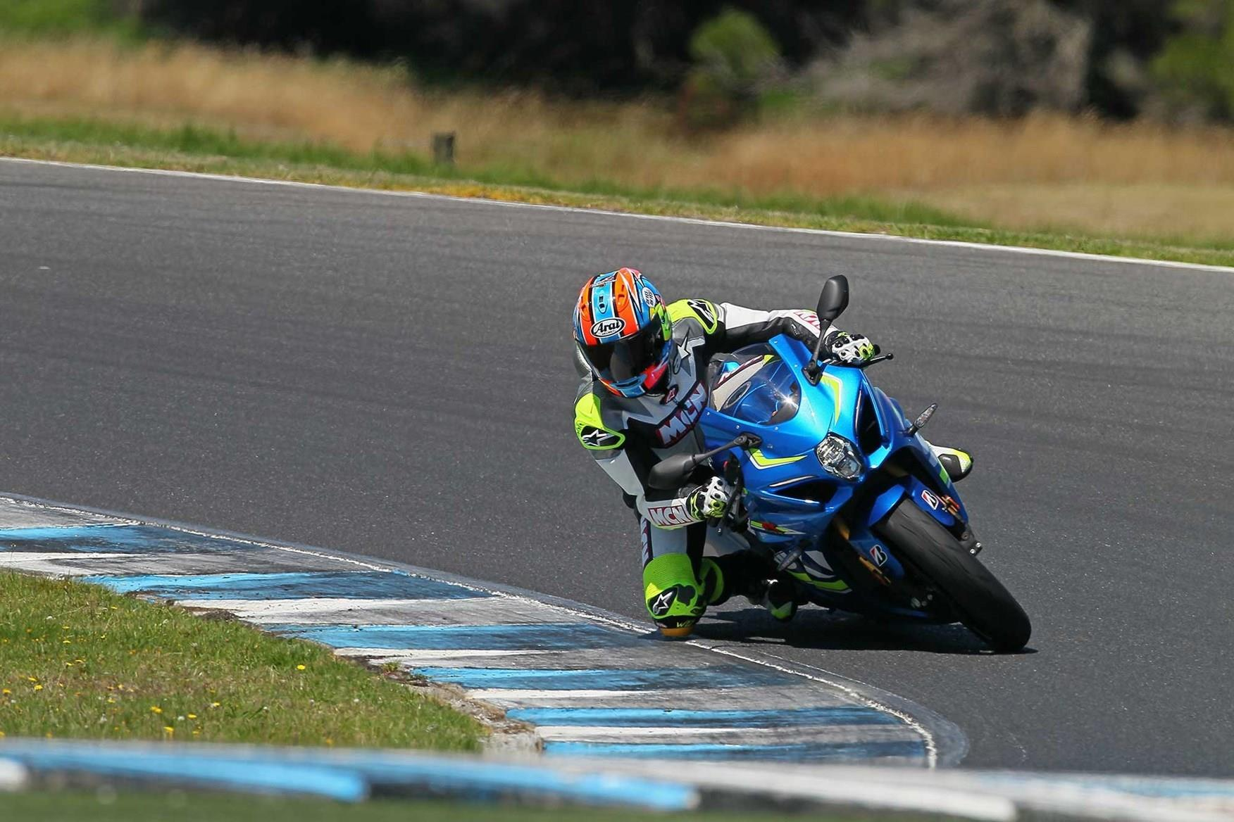 Neeves in action once more on the Suzuki GSX-R1000R