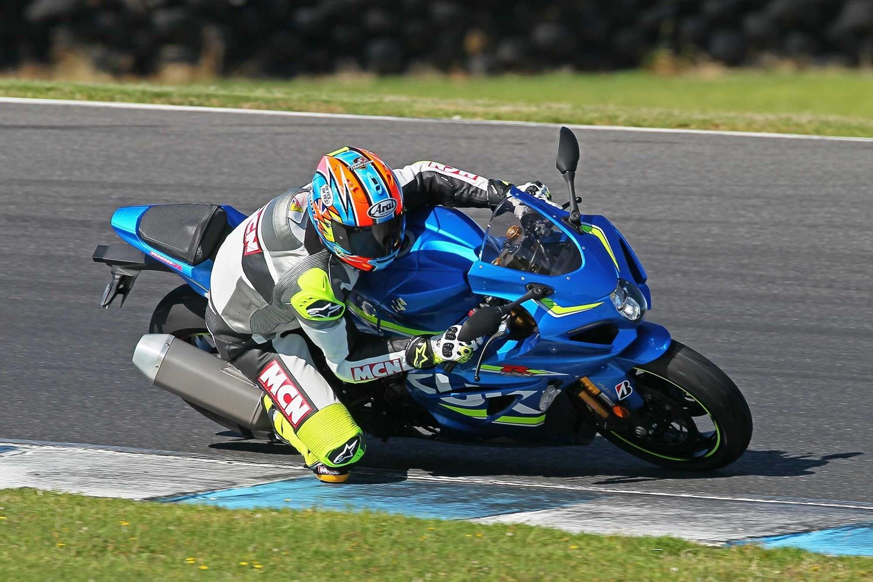 MCN's Neeves in action on the Suzuki GSX-R1000R