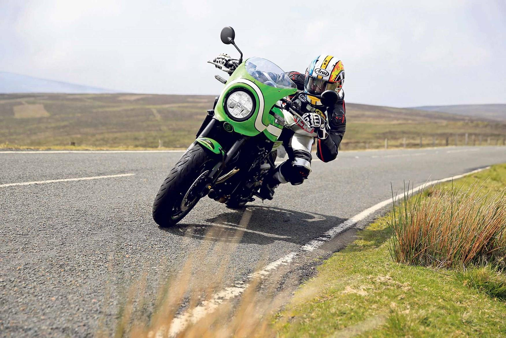 The Kawasaki Z900RS Cafe in action