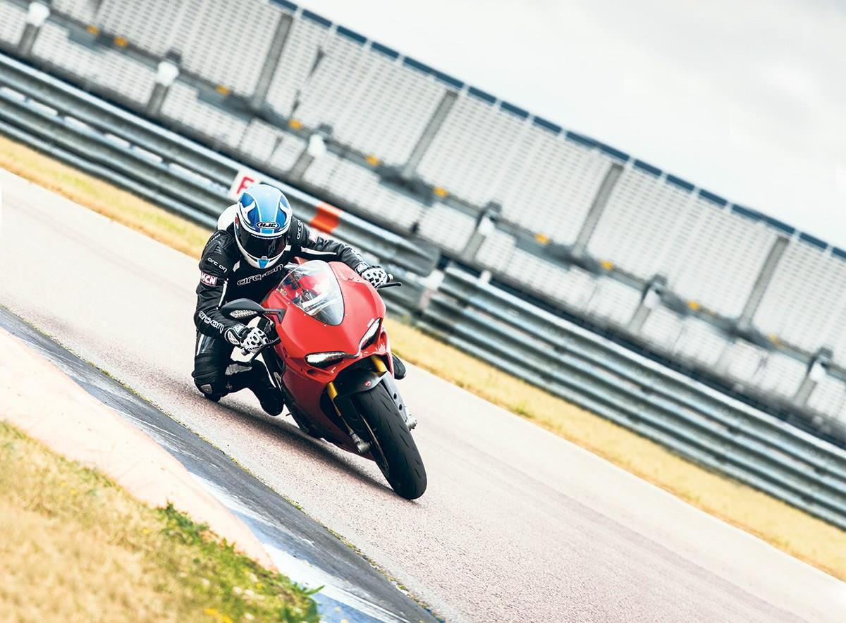 Tim Thompson in action on the Ducati 1299 Panigale S