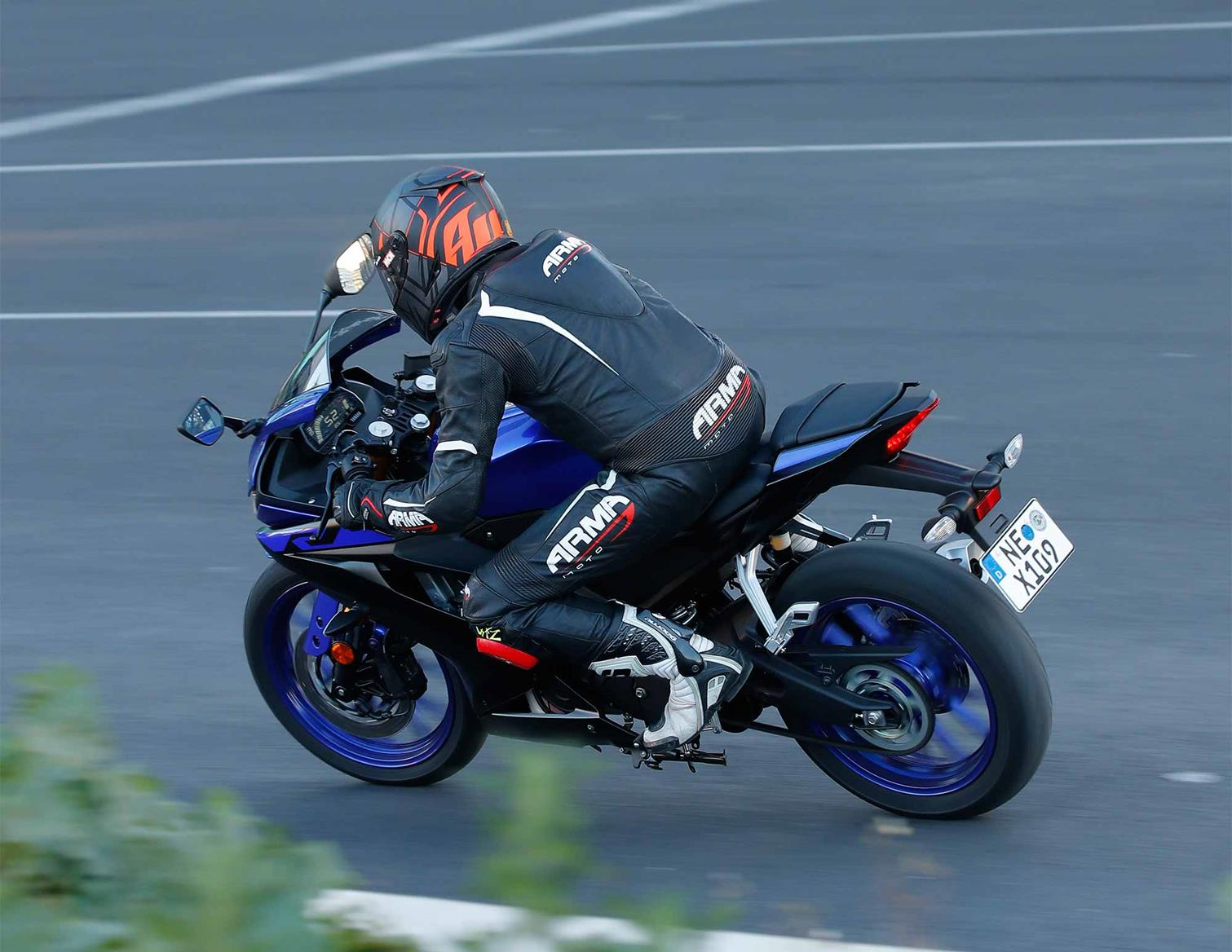 the rear end of the yamaha yzf-r125