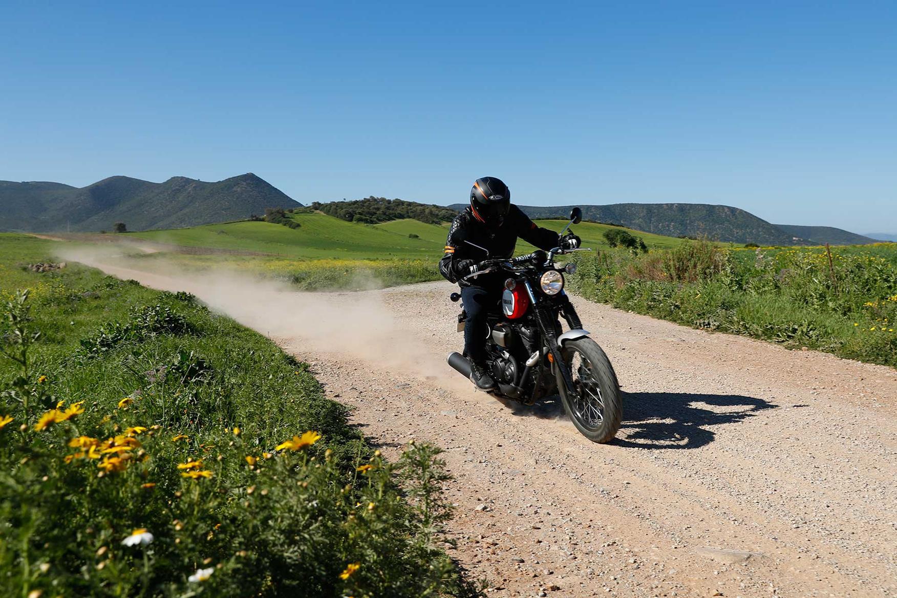 Yamaha SCR950 gravel