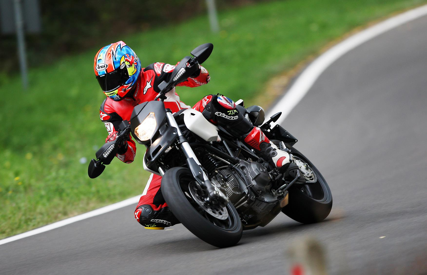 Cornering on the Ducati Hypermotard 796