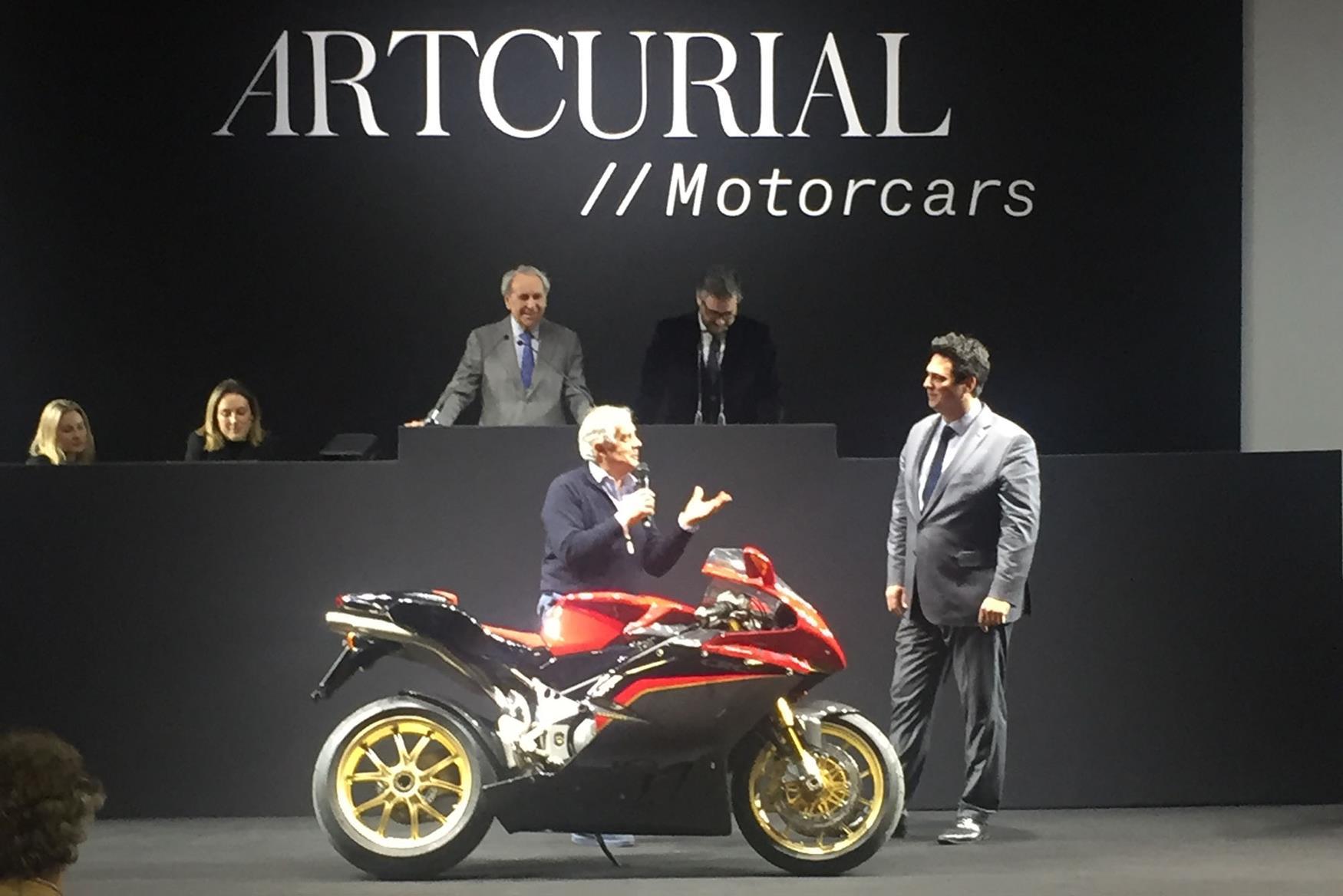 Giacomo Agostini with the F4 Tamburini