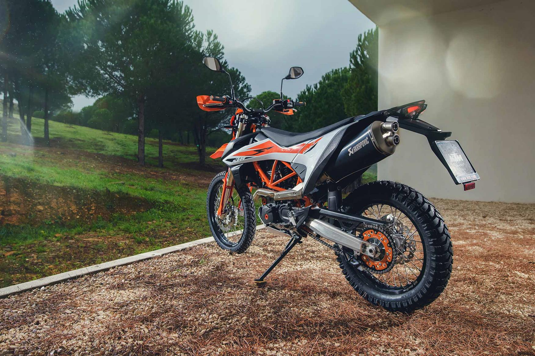 ktm 690 enduro r 2019 on review. Black Bedroom Furniture Sets. Home Design Ideas