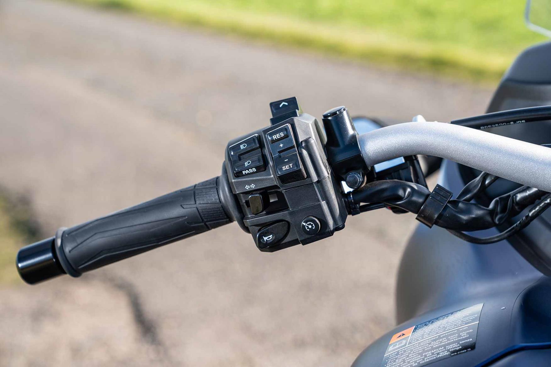 Yamaha Niken GT switchgear