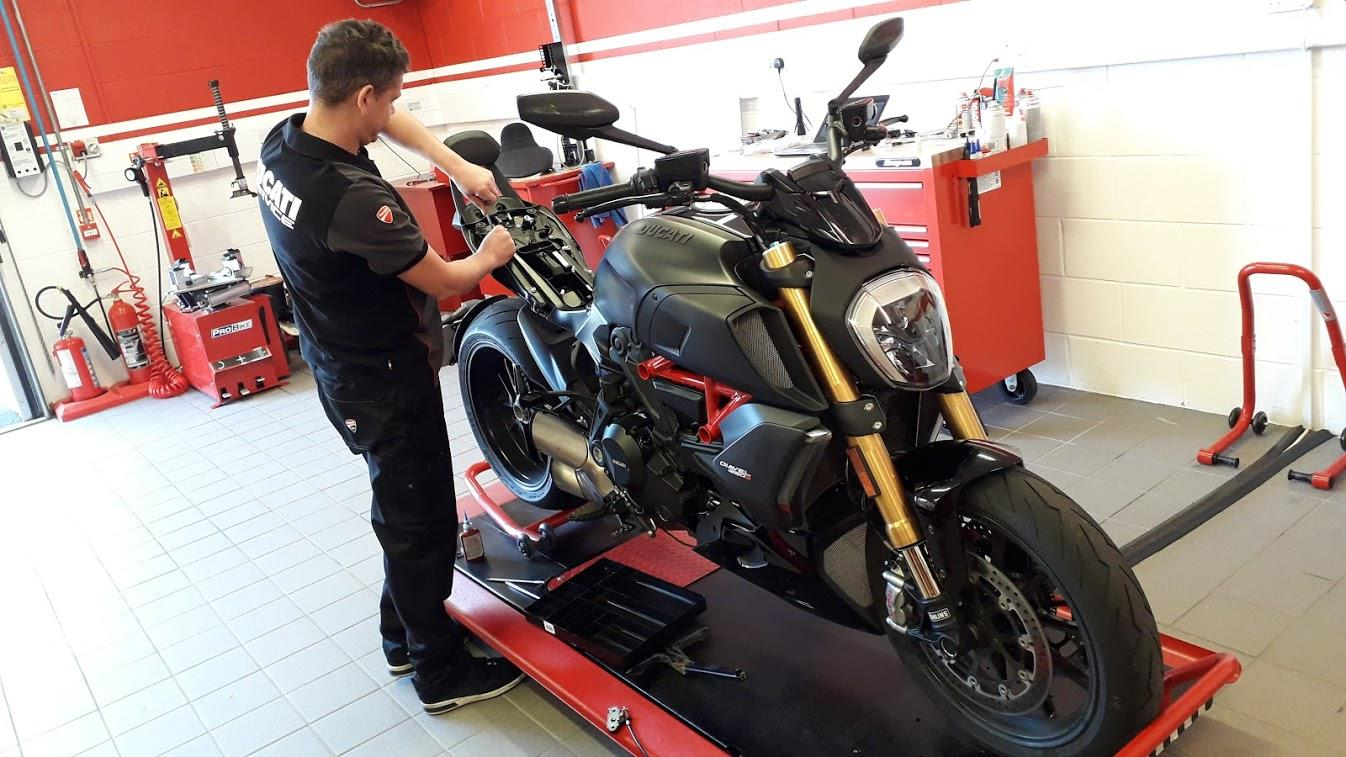 Installing luggage on the Ducati Diavel 1260S