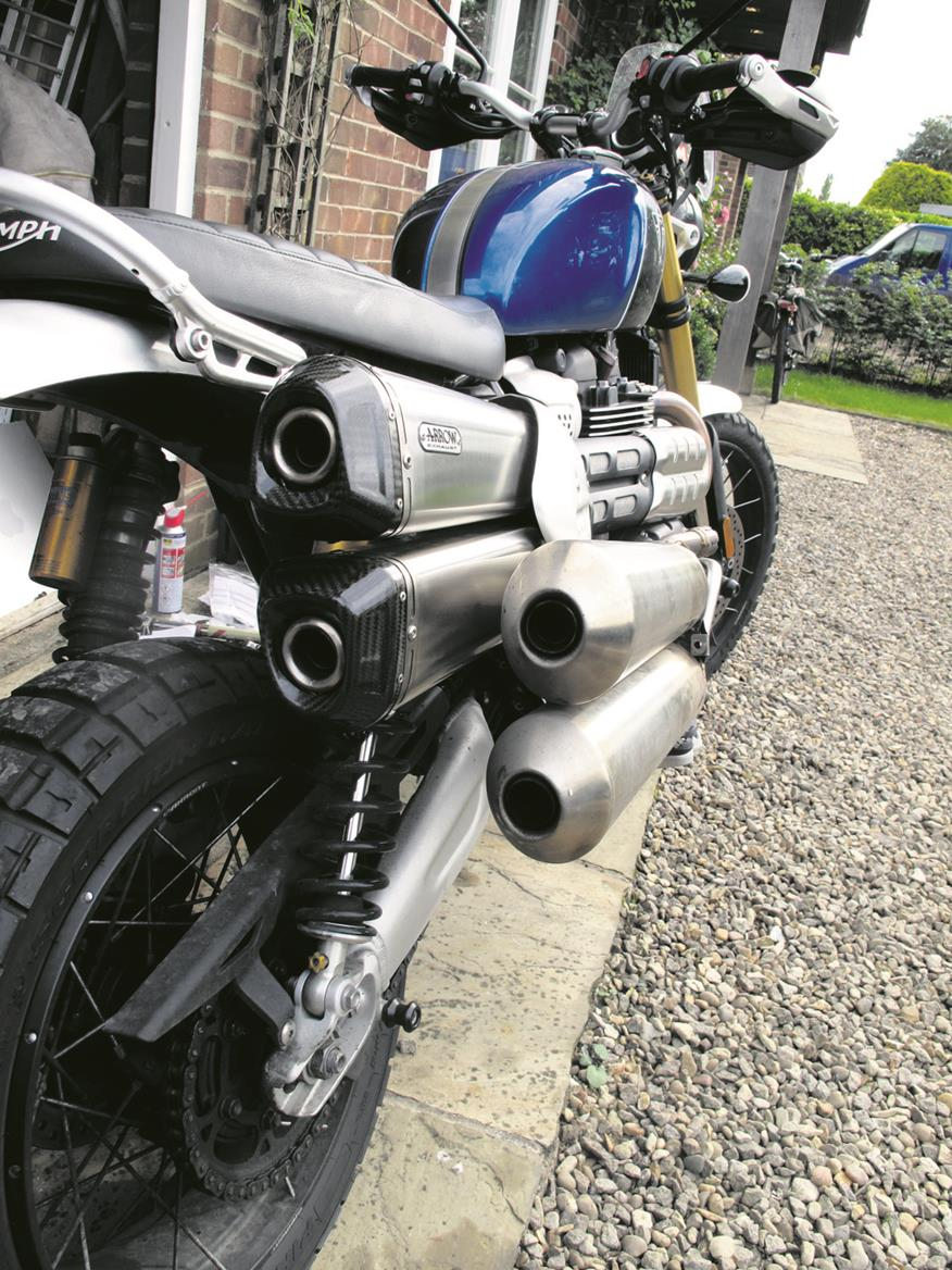 Comparing exhaust silencers on the Triumph Scrambler 1200 XE