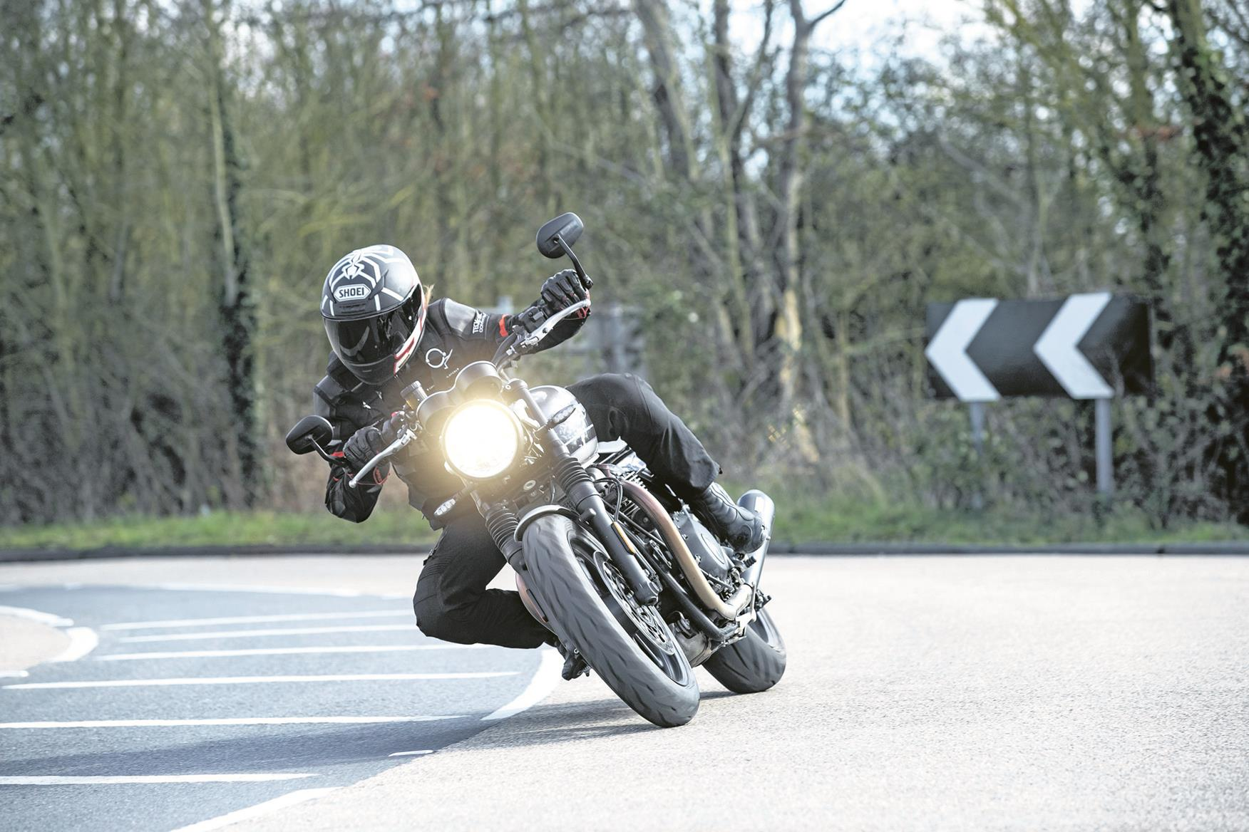 Tackling a right bend on the Triumph Speed Twin