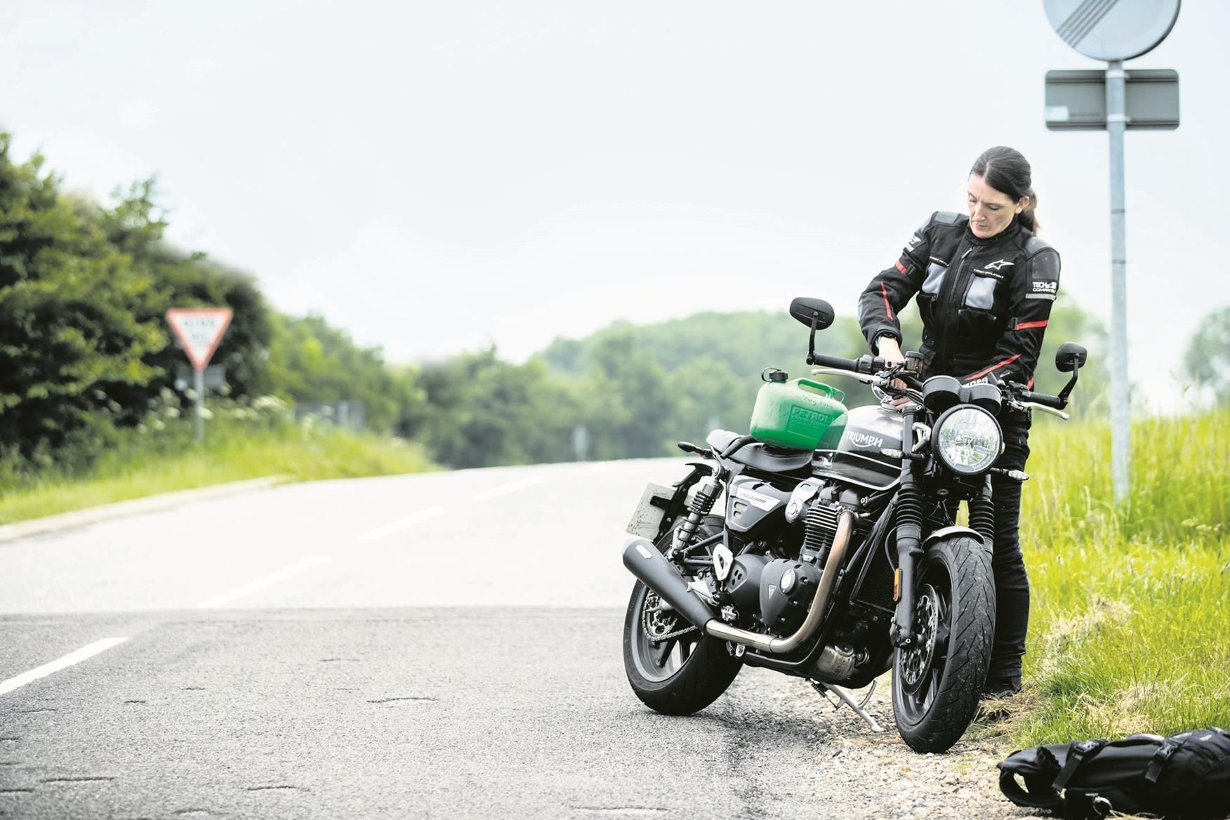 Filling up the Triumph Speed Twin
