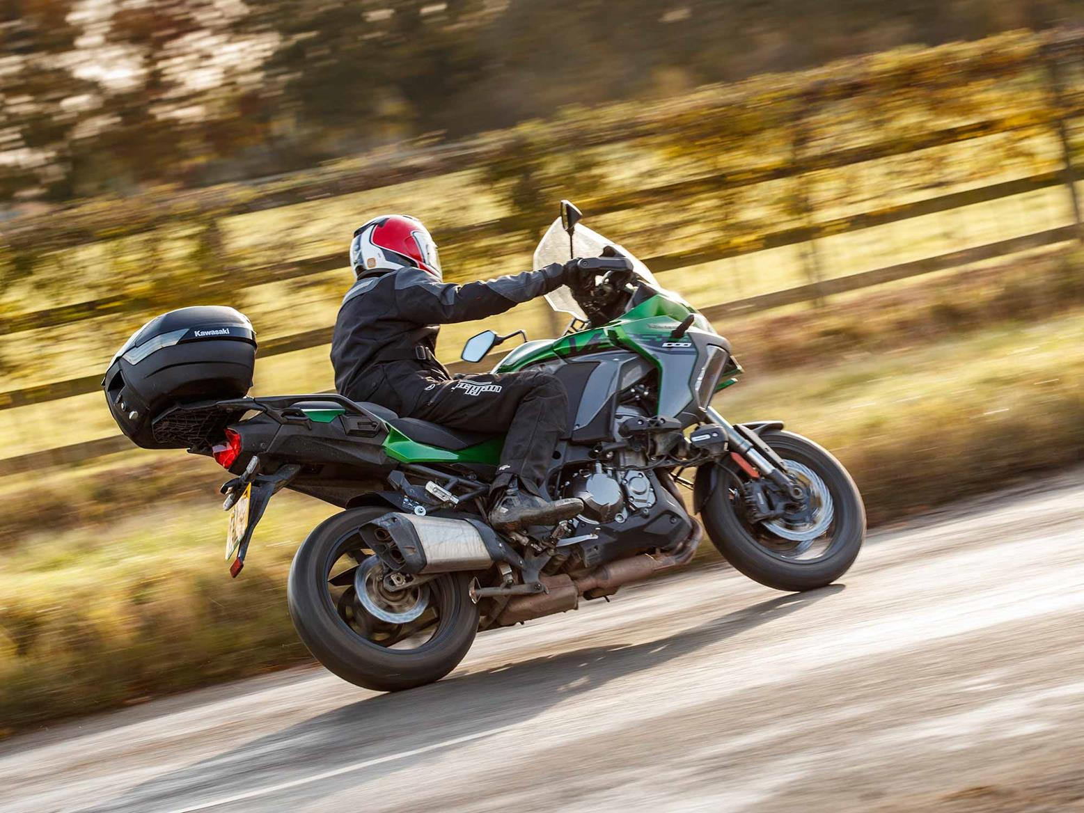 Riding the Kawasaki Versys 1000 SE complete with top box