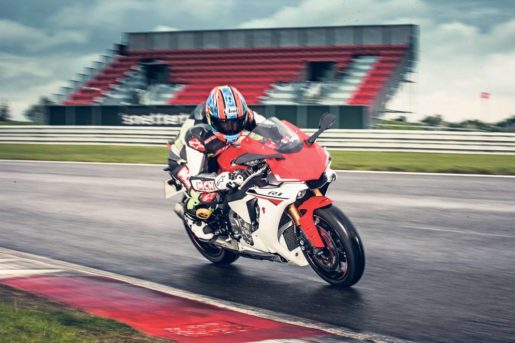 2015 Yamaha R1 on track