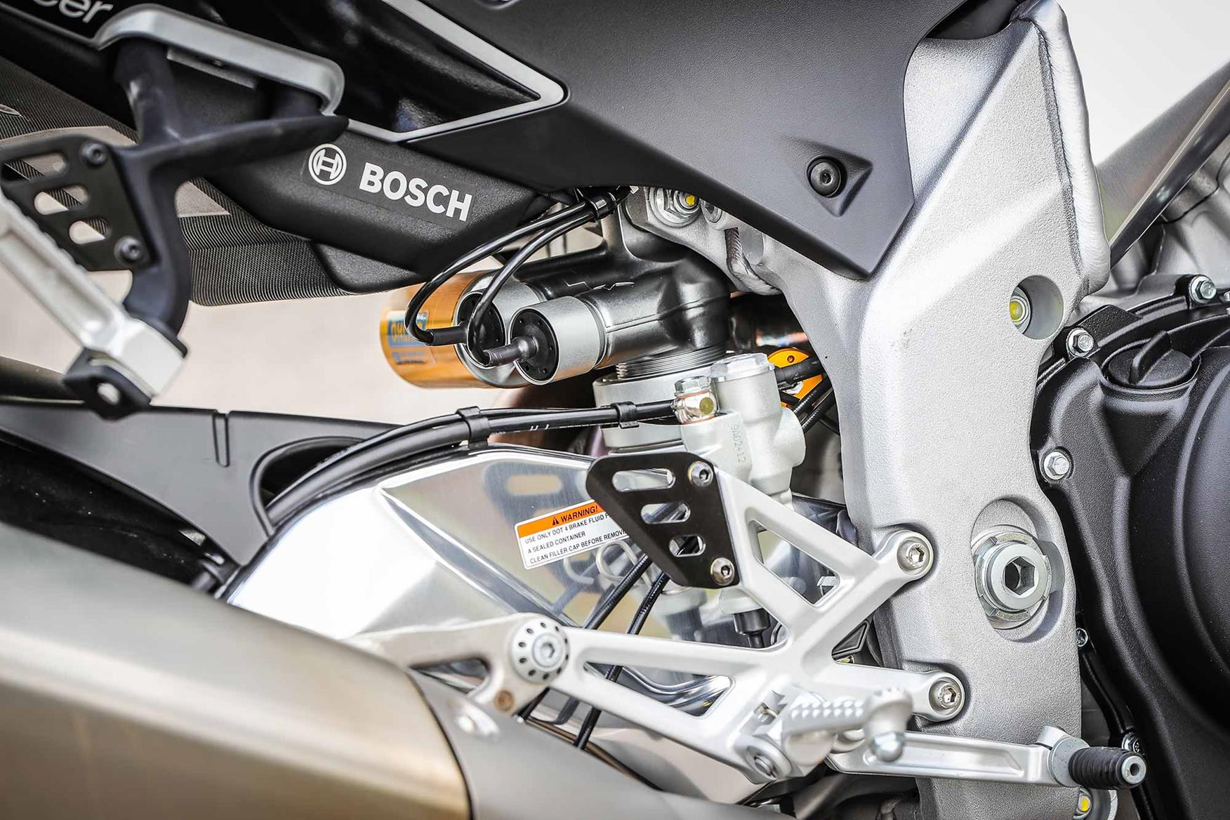 Electronically controlled suspension on the Aprilia Tuono V4 1100 Factory