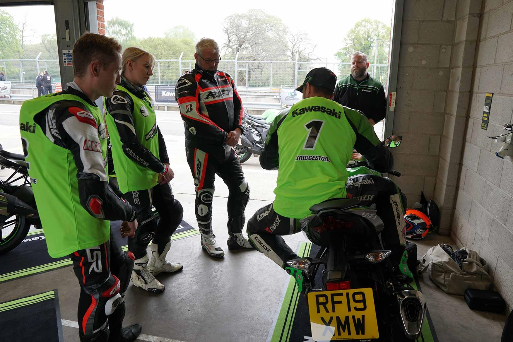 Leon Haslam offers instruction on body position