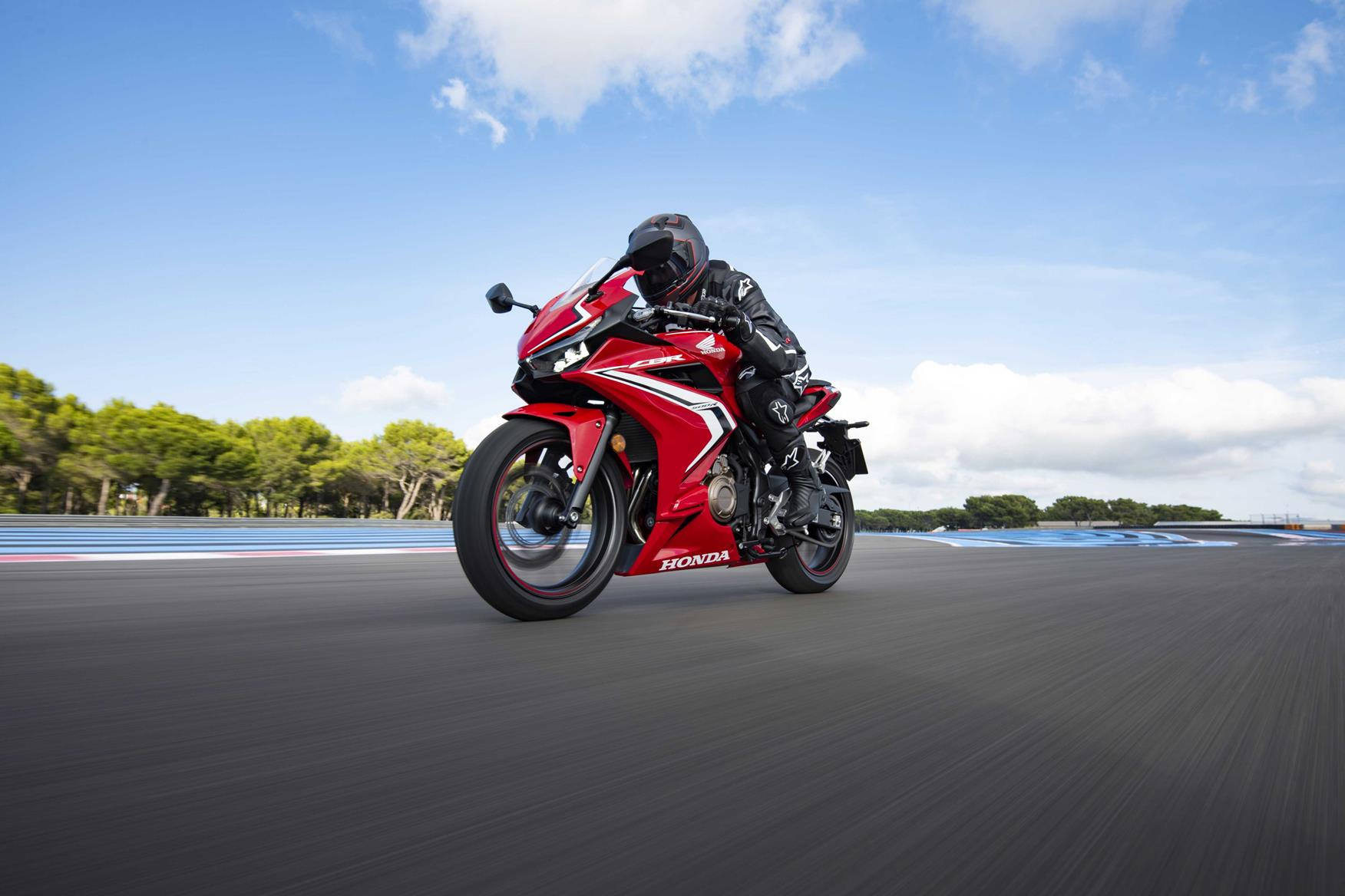 Honda CBR500R looks good and is capable in all conditions