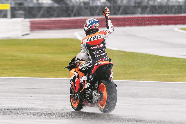 Casey Stoner wins a wet Silverstone MotoGP in 2011