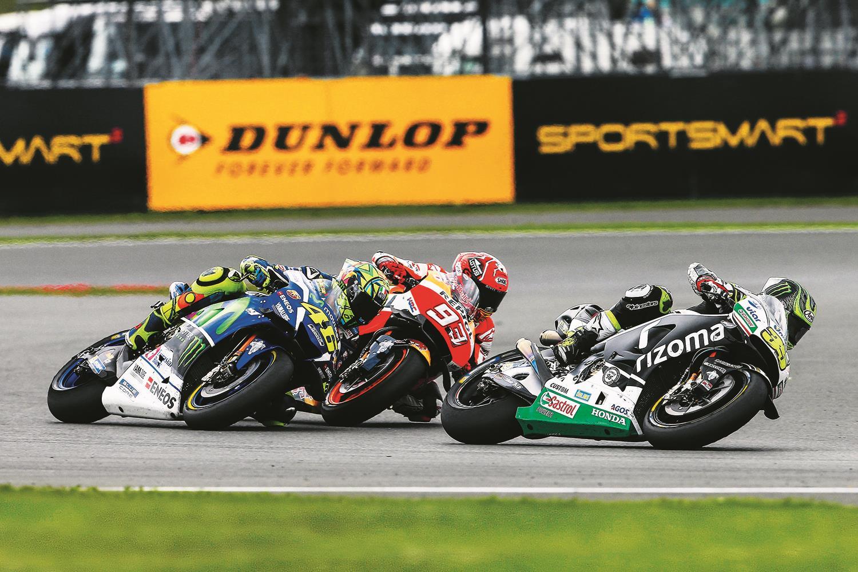 Crutchlow battles Marquez at 2016 Silverstone MotoGP