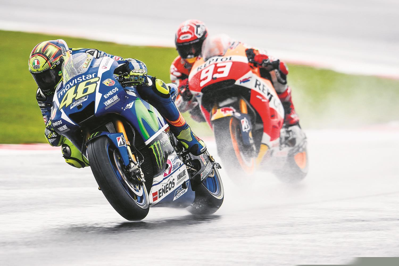 Valentino Rossi wins the 2015 British MotoGP
