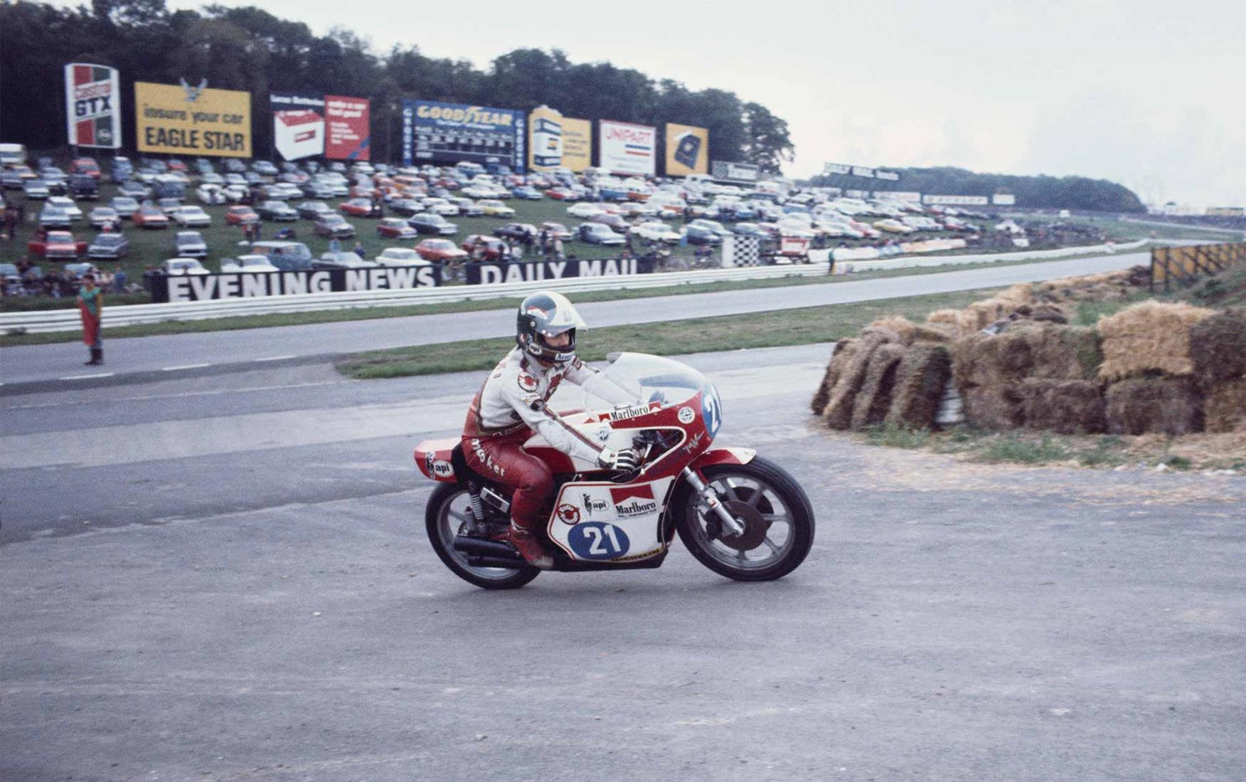 Agostini on his 350 MV Agusta in 1976 at Brands Hatch