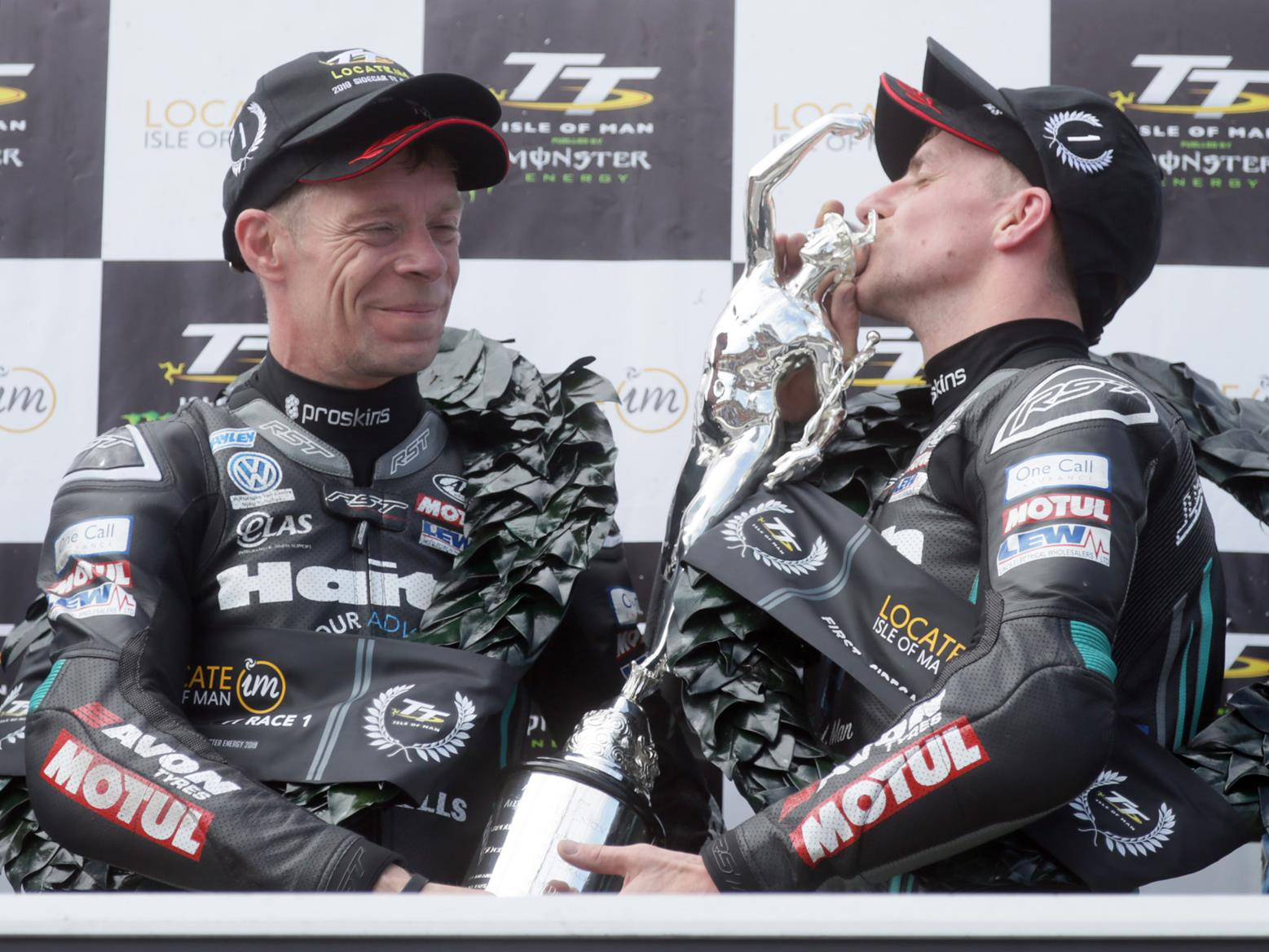 Ben and Tom Birchall win Sidecar TT race at 2019 IoM