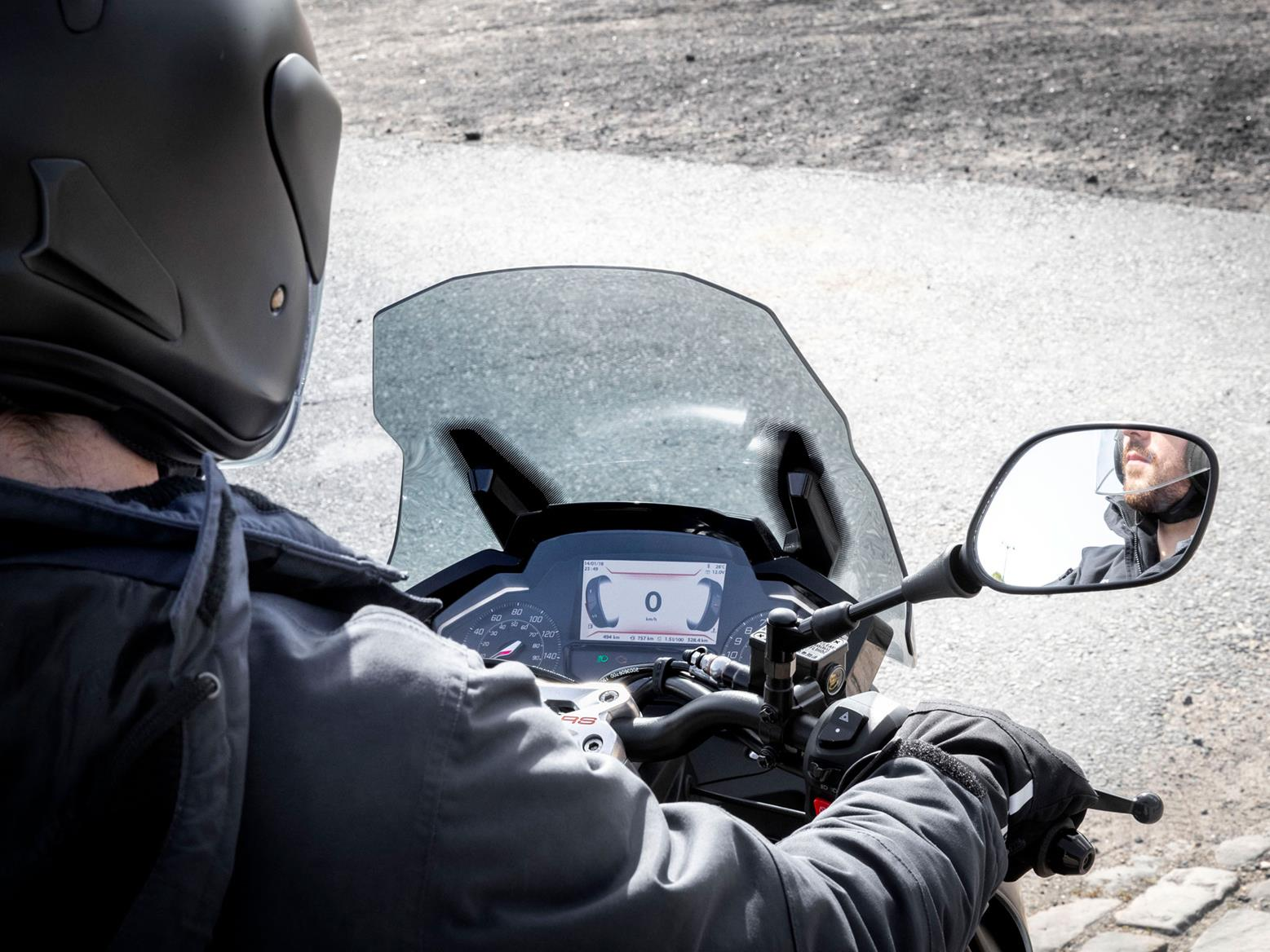 The Peugeot Pulsion 125's instrument cluster features an inverted rev counter like the firm's cars