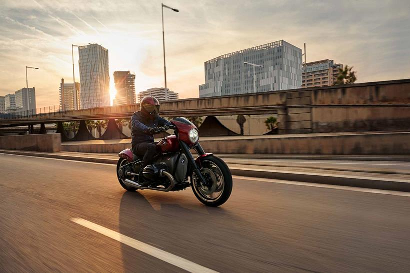BMW R18/2 concept riding