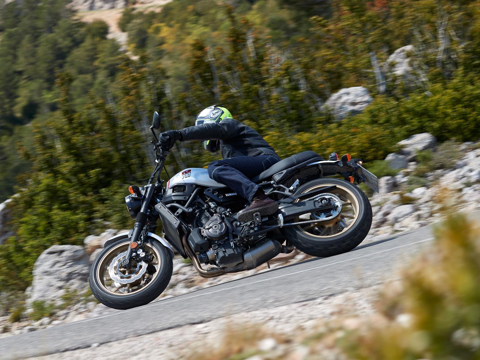 Yamaha XSR XTribute action cornering shot