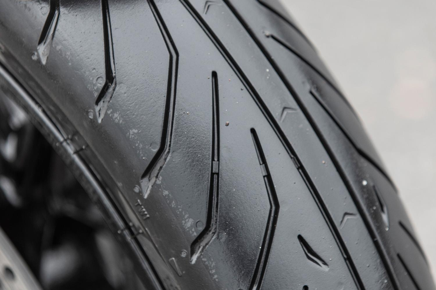 Pirelli Angel GT II tread pattern