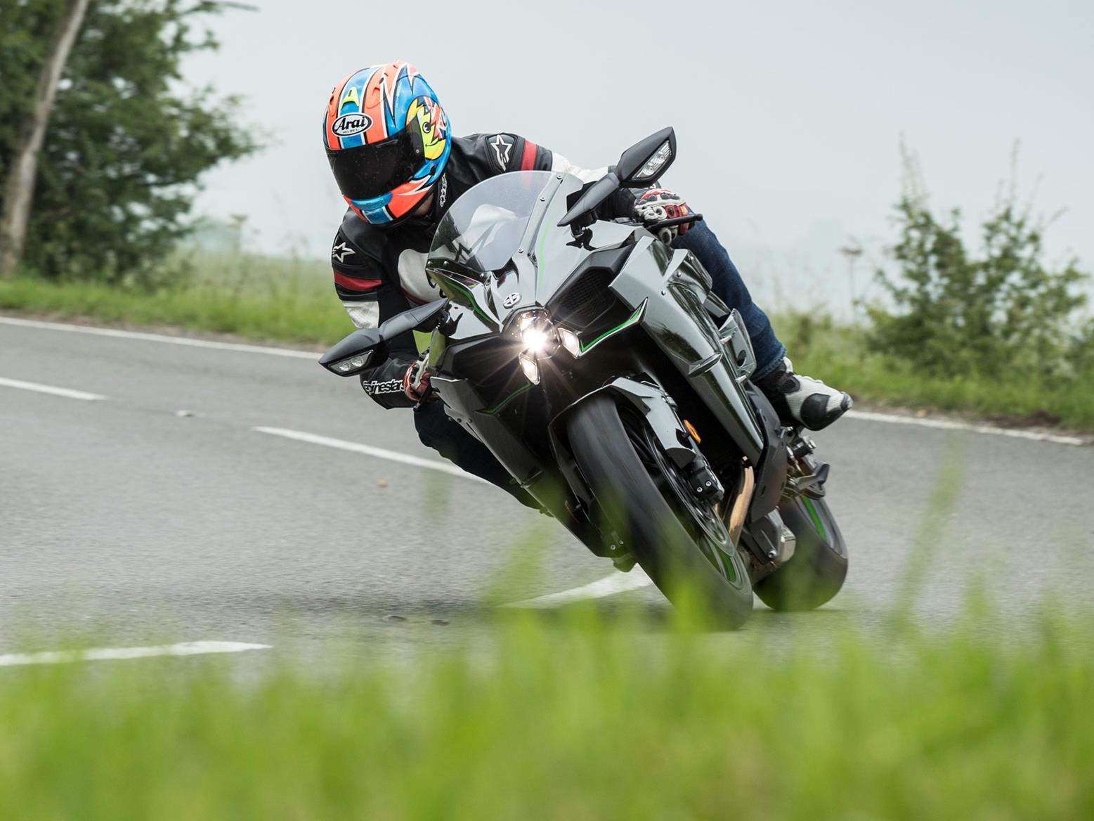 Kawasaki Ninja H2 cornering