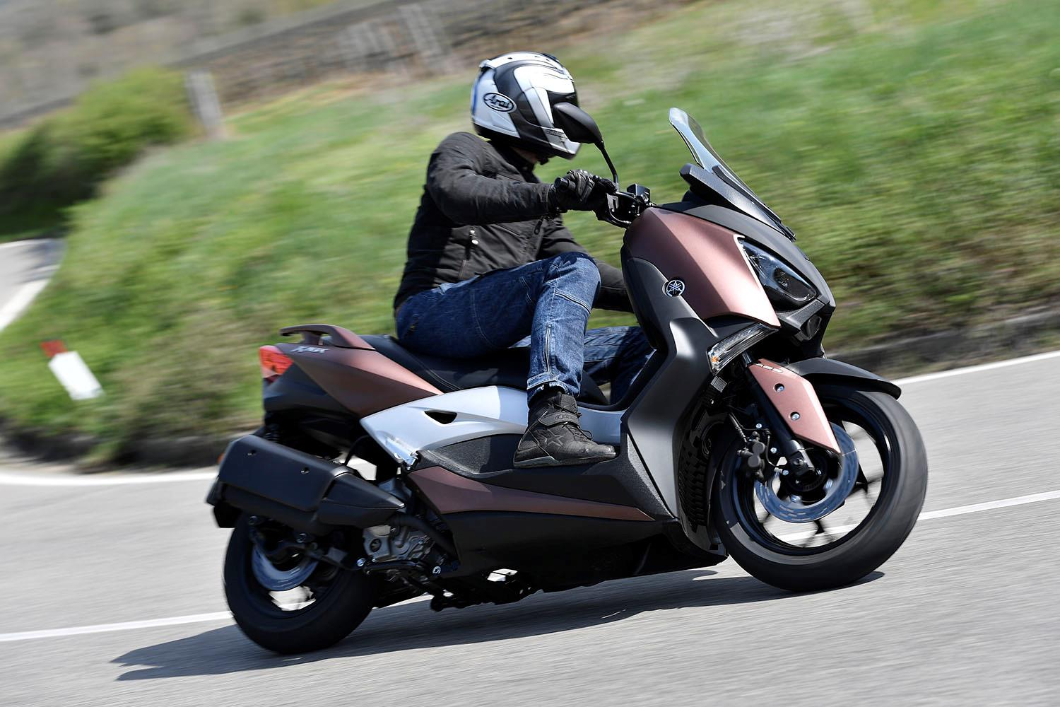 yamaha xmax 300 right side