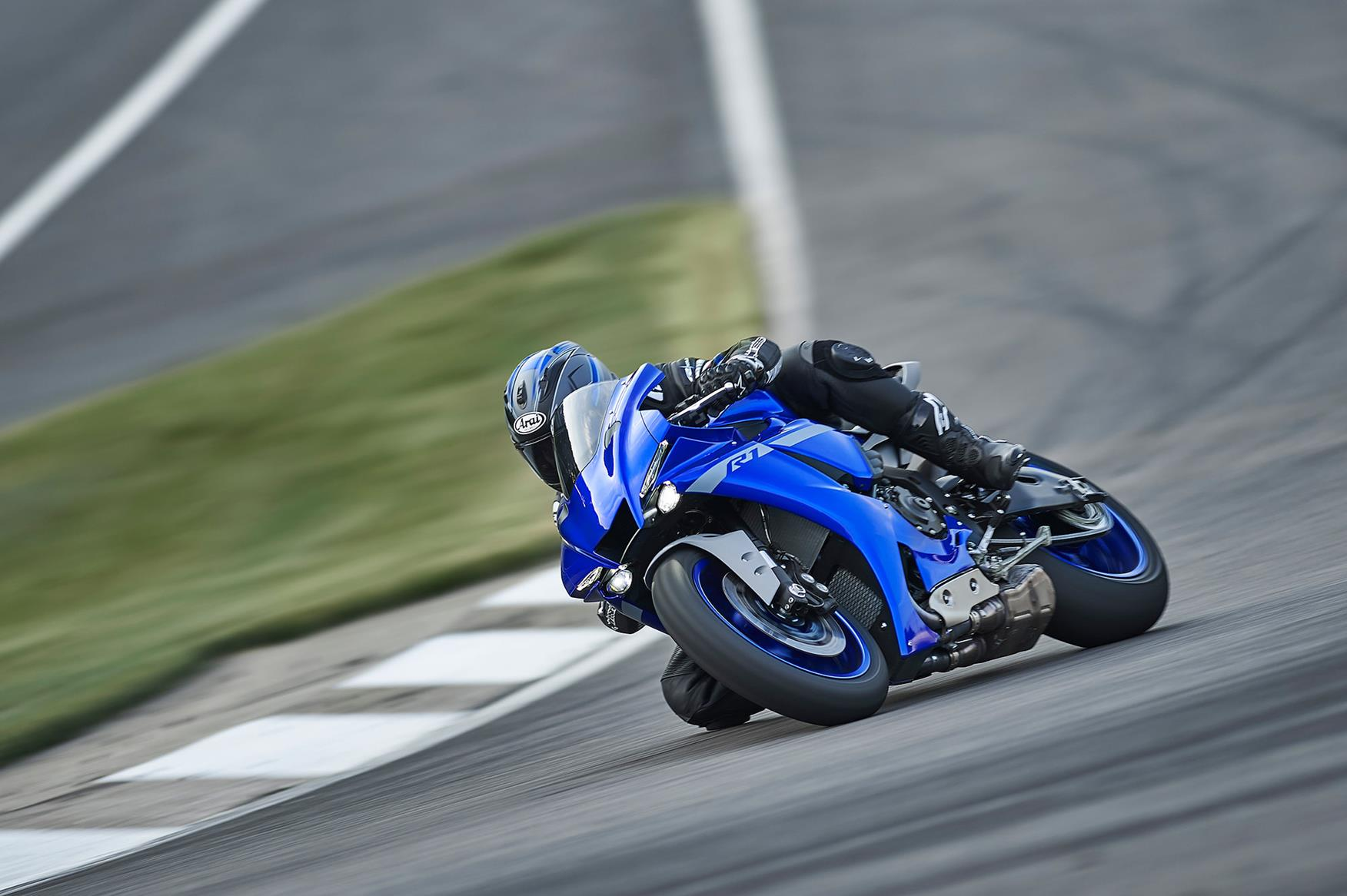 2020 Yamaha R1 on track