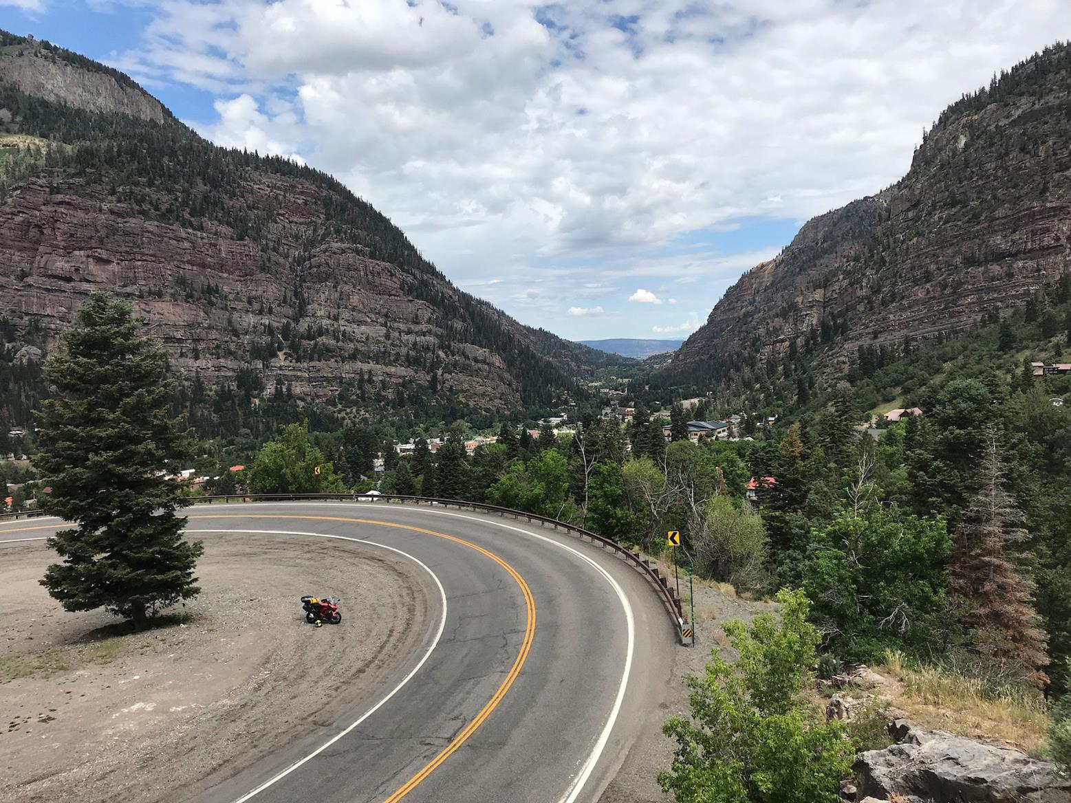 One of the many curves on the Million Dollar Highway