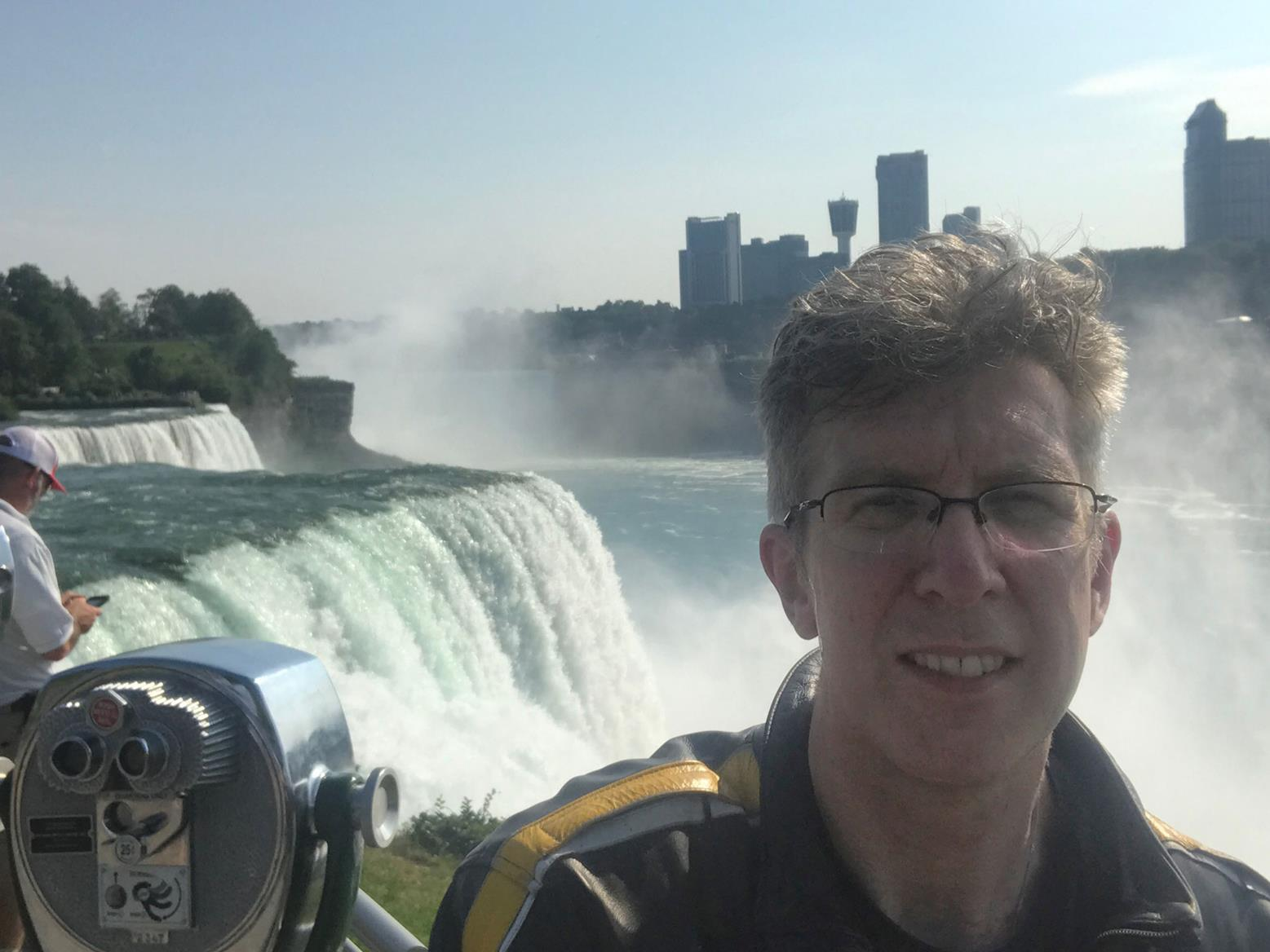 No pictures of the US border for obvious reasons, but here's proof Simon was in Canada - briefly - and visited Niagra Falls...