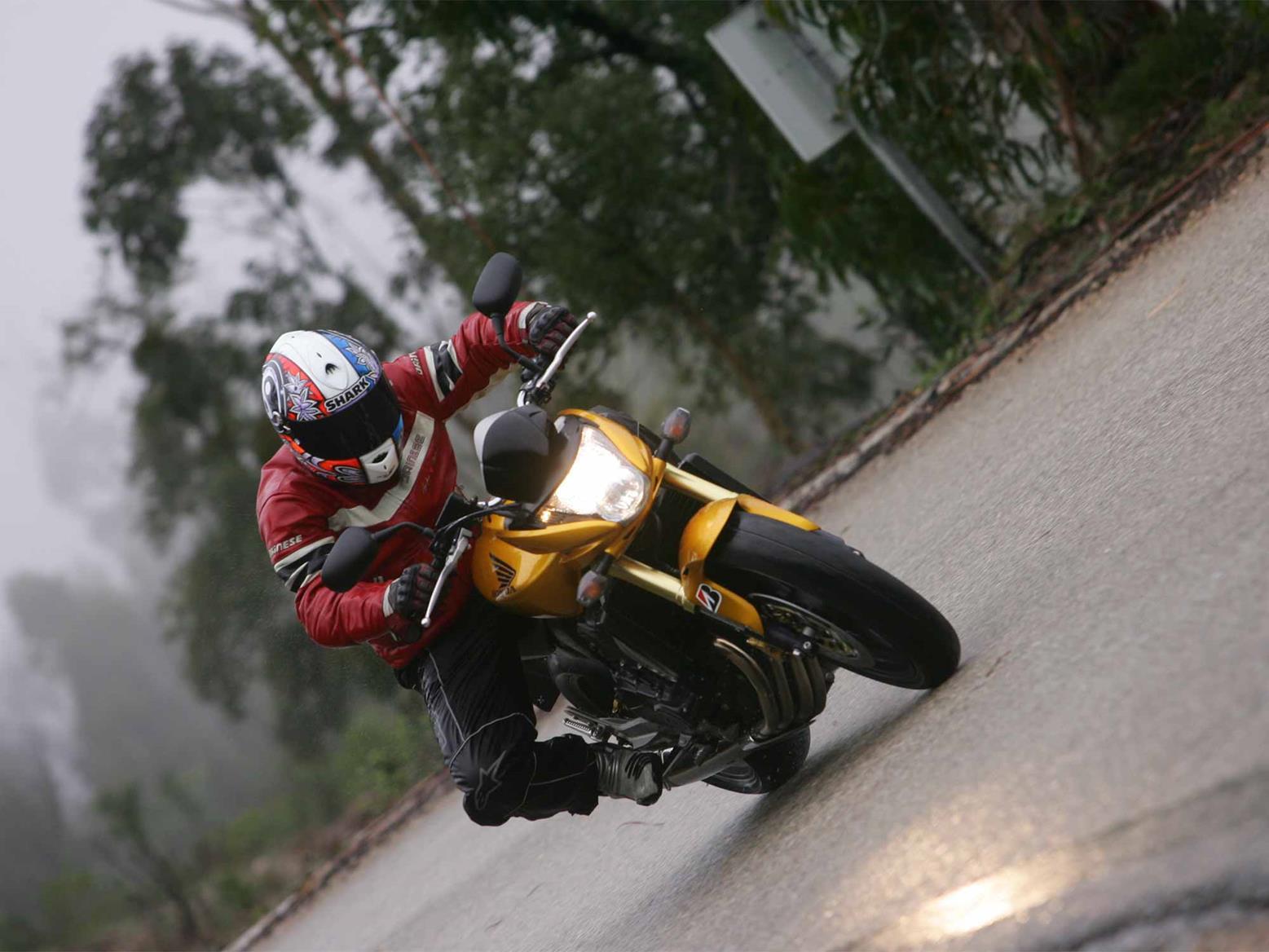 Riding the Honda Hornet in the wet